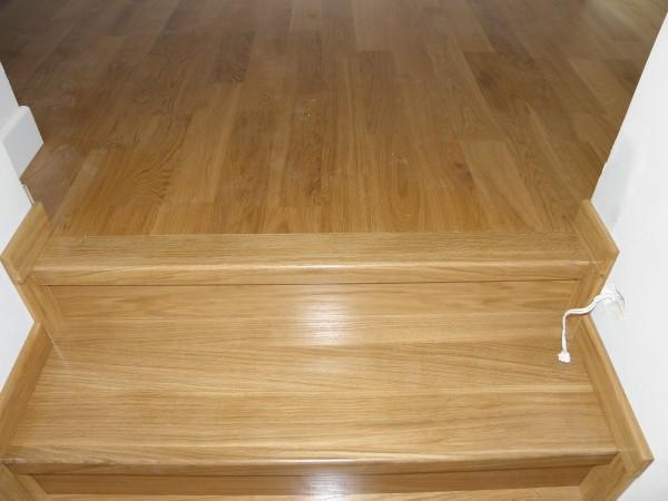 schody-z-drewna-jesionowego